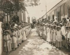 Para recibir la imagen de la Divina Pastora, el 14 de enero de 1906, en la antigua Catedral de Barquisimeto, un coro de 50 pastorcitas le rindió un cálido tributo entonando el Himno de Wohnsiedler y Delgado. Foto referencial.